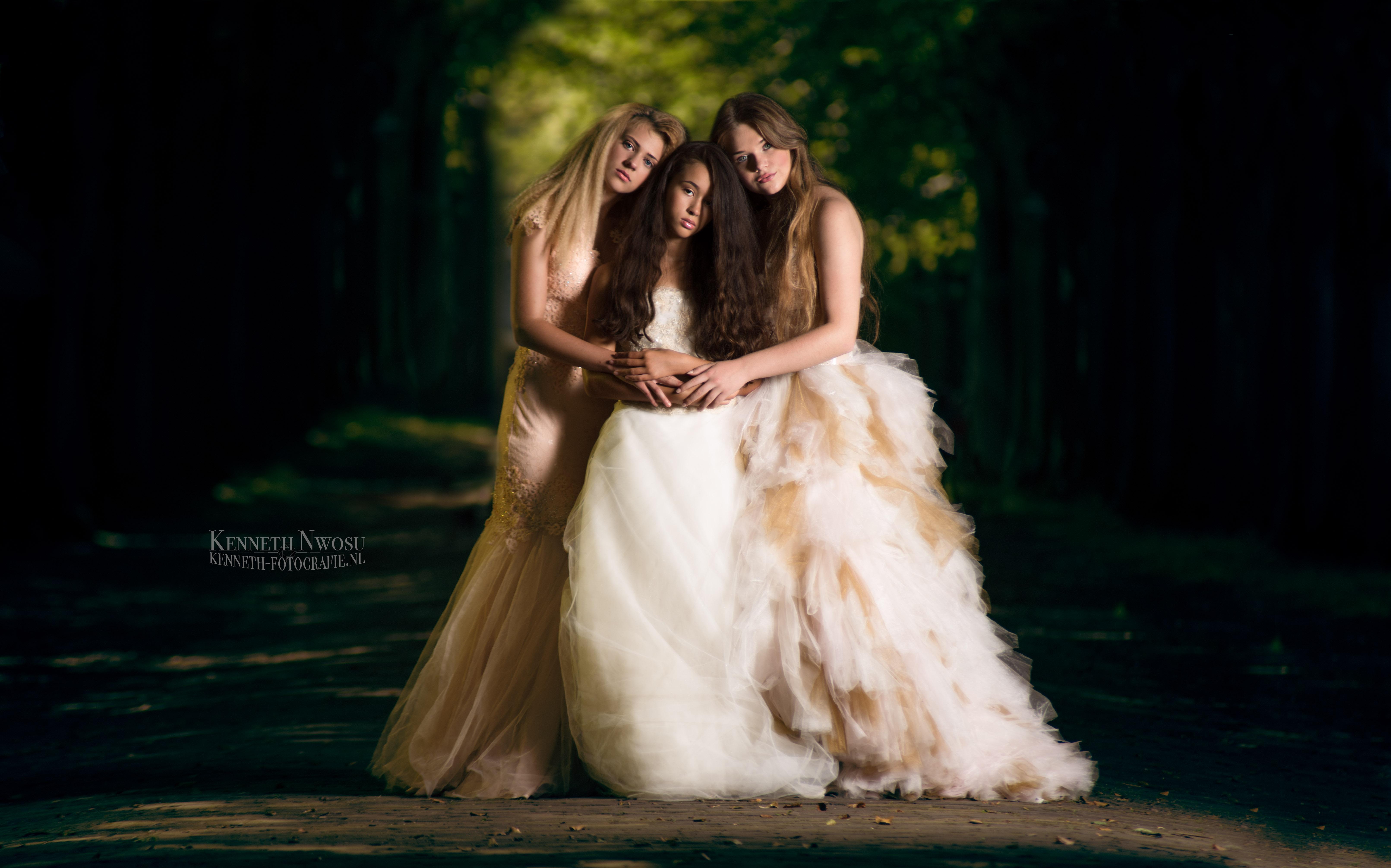 Fantasy photoshoot met Beau, Esmee en Chiara