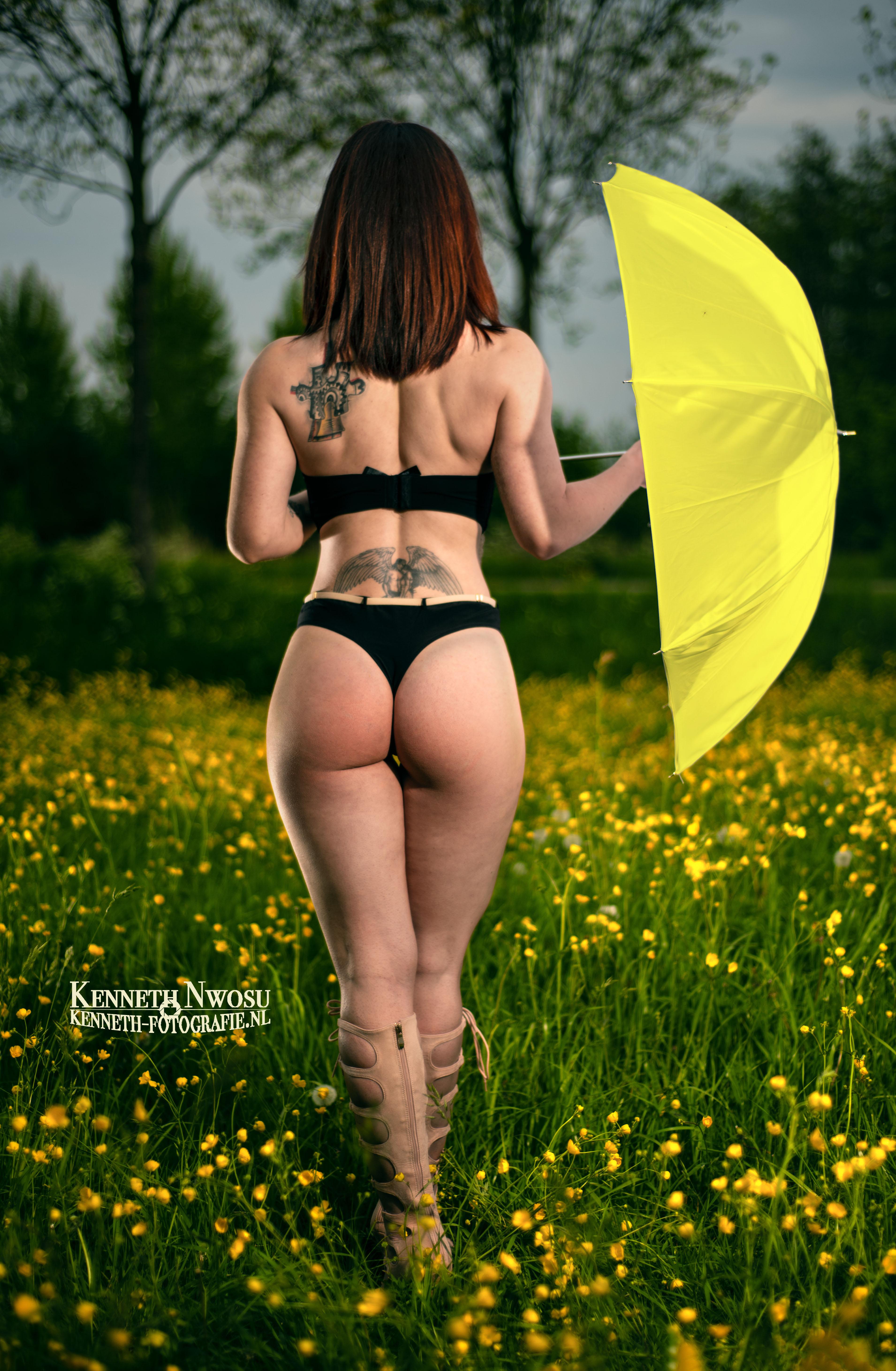 Lingerie shoot in het bos met Simona